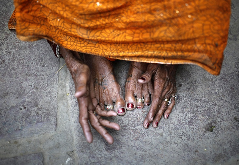 """The mother of 30-year-old Phoolbai, who died after she underwent a sterilization surgery at a government mass sterilisation """"camp"""", reacts at her home in Aamsena village in Bilaspur district, in the eastern Indian state of Chhattisgarh, November 13, 2014. The doctor whose sterilisation of 83 women in less than three hours ended in at least a dozen deaths said on Thursday the express operations were his moral responsibility and blamed adulterated medicines for the tragedy. REUTERS/Anindito Mukherjee (INDIA - Tags: HEALTH CRIME LAW SOCIETY)"""